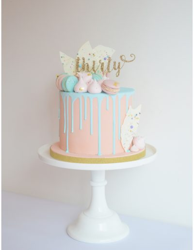 Drip cake with Macarons