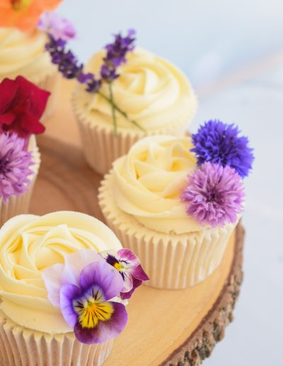 Cupcakes with edible blooms from The Flower Mill