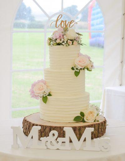 Textured Buttercream Cake / Fresh Flowers - Flower Scene