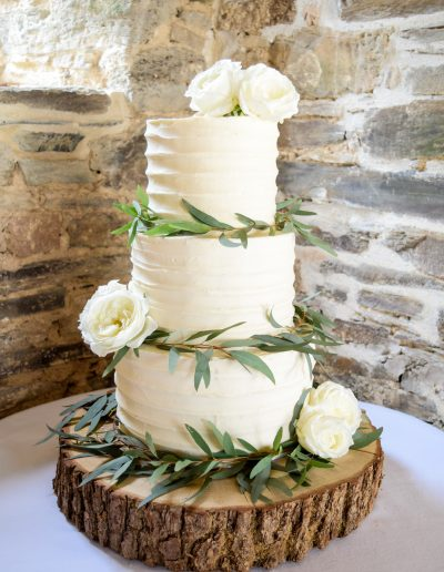 Textured Buttercream Cake With Garlands and Roses